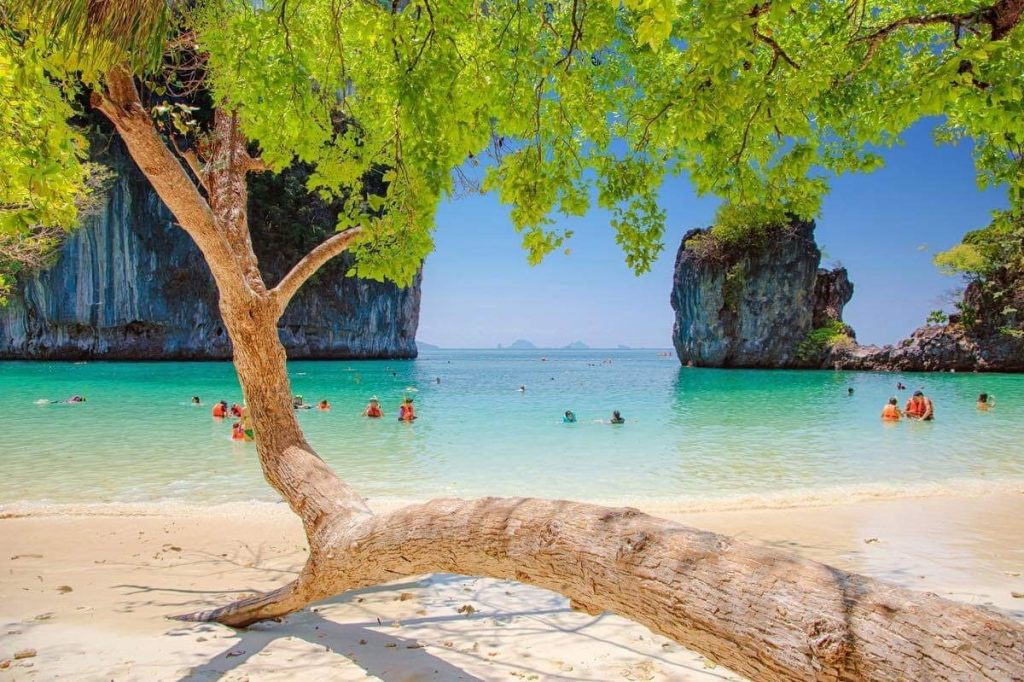 Discover golfing in islands at Phang Nga and for 4D3N